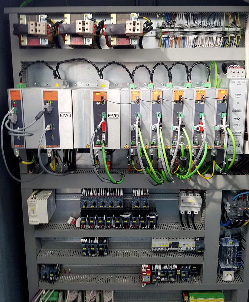 Cablaggio quadro elettrico con azionamenti D ELECTRON-SPS-520-580 © Ingenia