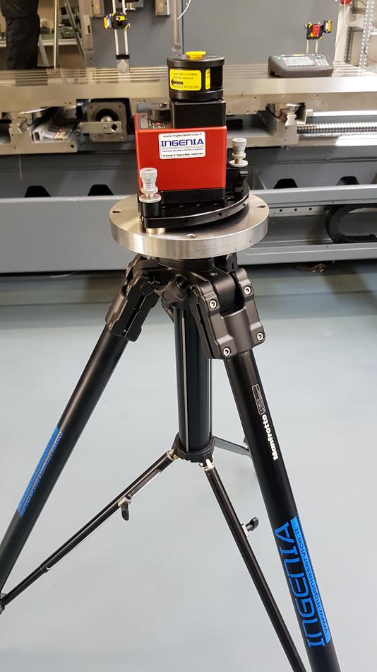 Sensore laser con piedistallo di fissaggio © Ingenia