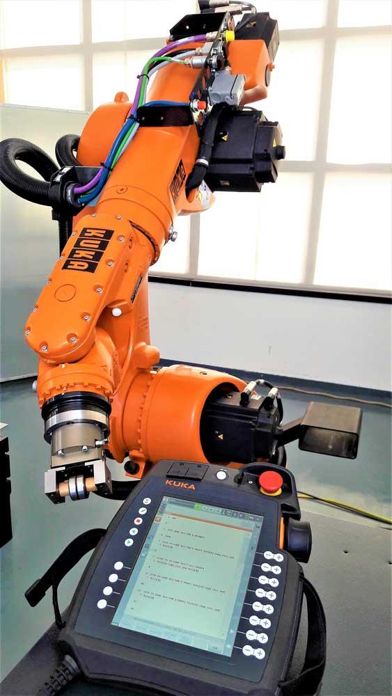 Robot KUKA KR 60-3 e smart pad © Ingenia