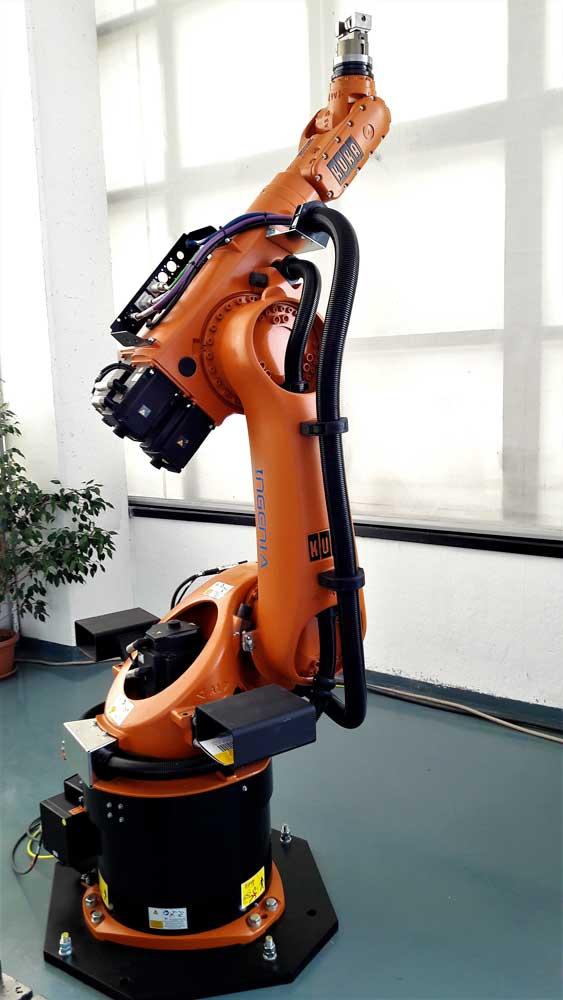 Robot KUKA KR 60-3 in movimento © Ingenia