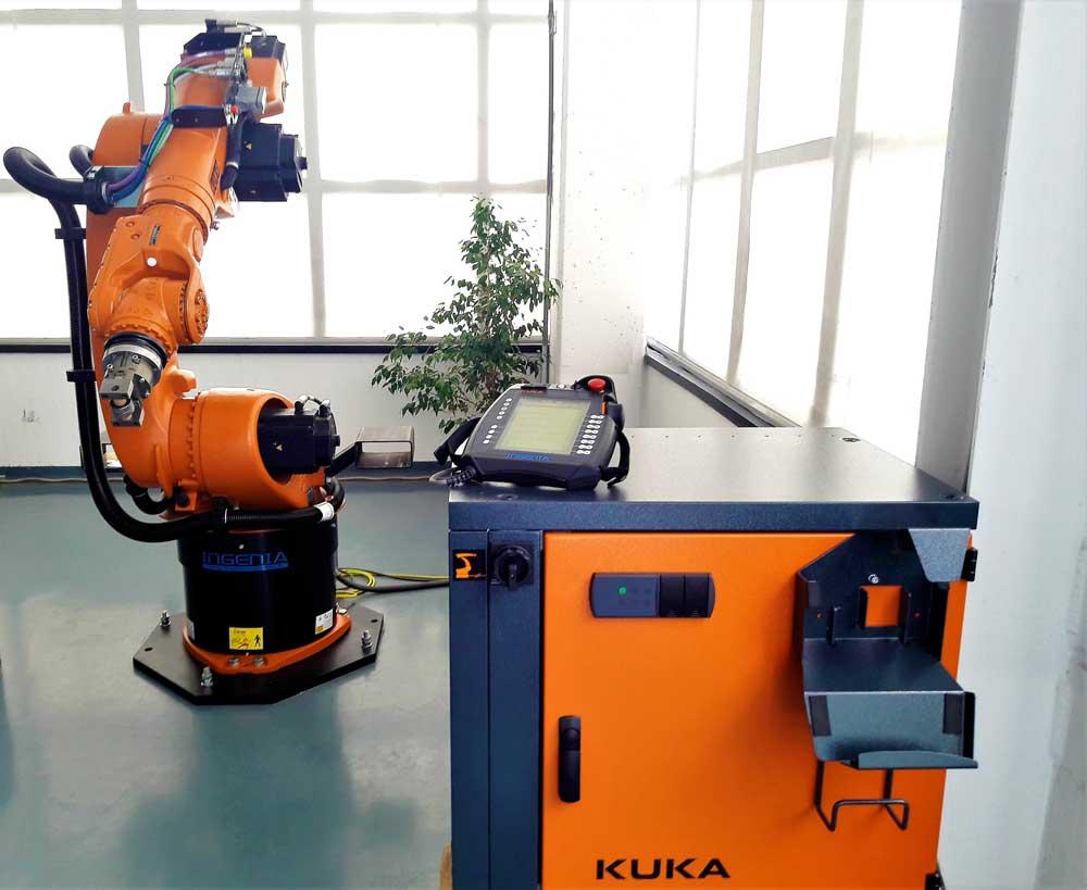 Robot KUKA 6 assi e unità di controllo © Ingenia